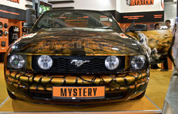 Mustang de Ford dans le mystère peignant à l'aérosol Photos stock