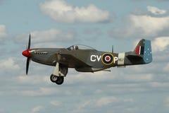 Mustang P-51 en vol Photographie stock