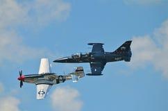 Mustang P-51 et jet Images libres de droits