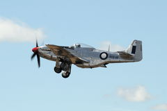 Mustang P-51 in volo Immagine Stock