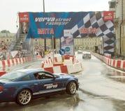 Mustango de Ford en la calle de Verva que compite con 2011 Imágenes de archivo libres de regalías