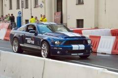 Mustango de Ford en la calle de Verva que compite con 2011 Foto de archivo libre de regalías