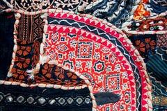 Muster auf alter Decke in der indischen Weinleseart Stockfotos