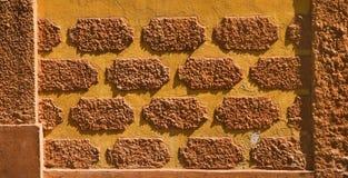 Muster auf Ziegelsteinwand Stockfotos