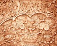 Muster der Blume geschnitzt auf Holz stockbild