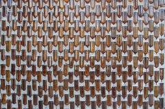 Muster der Flaschen auf der Betonmauer Stockfoto