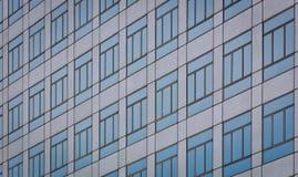 Muster der Glasgebäudefenster Lizenzfreies Stockbild