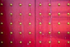 Muster der großen chinesischen Tempeltüren Lizenzfreie Stockfotos