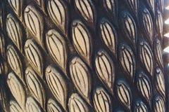 Muster der silbernen Metallplatte mit Blume schnitzte Hintergrund, thail?ndische Art im Tempel stockfotografie