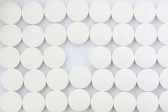 Muster der Tabletten mit einem Vermissten heraus Lizenzfreie Stockfotografie