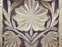 Muster des Blattes geschnitzt auf Holz Lizenzfreies Stockbild