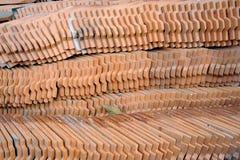 Muster des Fliesedachs. Stockbild