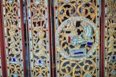 Muster des goldenen Schwans und der Engel des heftigen Verlangens auf der alten Wand Stockbilder