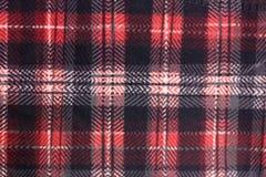 Muster des roten und schwarzen Stoffes bei der Abwechslung Stockfoto