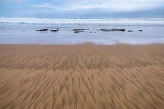 Muster im Strandsand Lizenzfreie Stockfotos