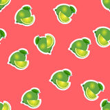 Muster kalken Sie und Blätter mit Scheiben auf rotem Hintergrund Stockbild