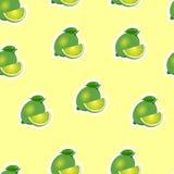 Muster kalken Sie und Blätter und Scheiben auf gelbem Hintergrund Stockfoto