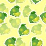 Muster kalken Sie und Blätter und slises selbe Größen auf gelbem Hintergrund Transparenzkalk Stockfotos