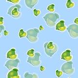Muster kalken Sie und verschiedene Größen der Blätter auf blauem Hintergrund Transparenzkalk Stockfotografie
