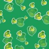 Muster kalken Sie und verschiedene Größen der Blätter auf grünem Hintergrund Transparenzkalk Lizenzfreie Stockbilder
