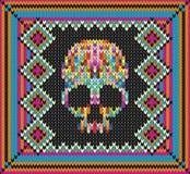 Muster mit dem Schädel und den ethnischen mexikanischen Elementen Tag der Toten, ein traditioneller Feiertag in Mexiko Für Postka Lizenzfreies Stockfoto