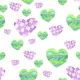 Muster mit den grünen und purpurroten Herzen mit dem geometrischen Tracery gemalt im Aquarell auf einem weißen Hintergrund Stockbilder