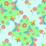 Muster mit klaren Blumen und Schmetterlingen Lizenzfreies Stockbild