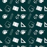 Muster mit Schulbedarf auf grünem Hintergrund stockfotos