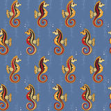 Muster mit Seahorses und Wasserpflanzen Stockfotografie
