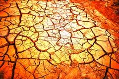 Muster vom trockenen gebrochenen Boden im Sonnenlicht Lizenzfreies Stockbild