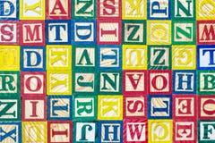 Muster von bunten Alphabetblöcken, -beschaffenheit und -hintergrund Lizenzfreies Stockfoto