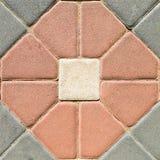 Muster von farbigen Ziegelsteinen von verschiedenen Formen als Beschaffenheitshintergrundoberfläche für Design und Dekoration Lizenzfreie Stockfotografie