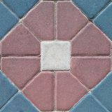 Muster von farbigen Ziegelsteinen von verschiedenen Formen als Beschaffenheitshintergrundoberfläche für Design und Dekoration Stockbilder