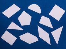 Muster von geometrischen Formen auf einem blauen Hintergrund Lizenzfreies Stockfoto