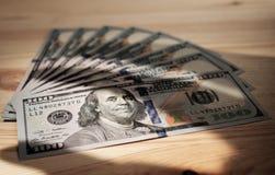 Muster von hundert Dollarscheinen Lizenzfreie Stockfotografie