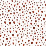 Muster von roten Herzen auf weißem Hintergrund Lizenzfreies Stockfoto