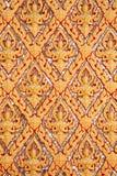 Muster von thailändischem traditionellem altem auf Tempelwand stockfoto
