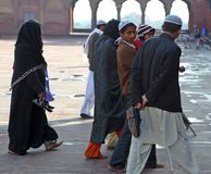 Musulmanes dentro del Jama Masjid Imagen de archivo libre de regalías