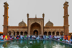 Musulmanes indios que celebran en Jama Masjid fotografía de archivo