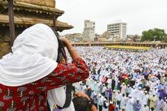 Musulmanes que celebran a Eid al-Fitr que marca el final del mes del Ramadán imagen de archivo libre de regalías
