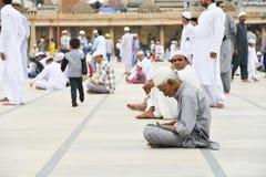 Musulmani che celebrano Eid al-Fitr che segna la conclusione del mese del Ramadan Fotografia Stock Libera da Diritti