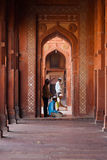Musulmans priant des fléaux de mosquée de Fatephur Sikri photographie stock