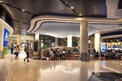 Muszkat, Oman, obrazek datował 20 Lipiec 2018 Dostęp bezcłowa strefa wśrodku nowego lotniska międzynarodowego muszkat zdjęcie royalty free