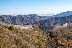 Mutianyu sida av den stora väggen av Kina arkivfoto