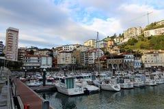 Mutriku kuststad i baskiskt land arkivbilder