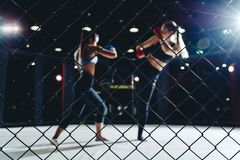 MUTTAHIDA MAJLIS-E-AMAL战斗拳击妇女 免版税库存图片