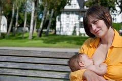 Mutterkrankenpflege-Baby Stockbilder