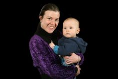 Mutter, die junges Kleinkind anhält stockbilder