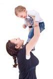 Mutter, die mit ihrem Kind spielt Stockbilder