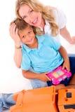 Mutter, die mit Sohn spielt Stockbilder